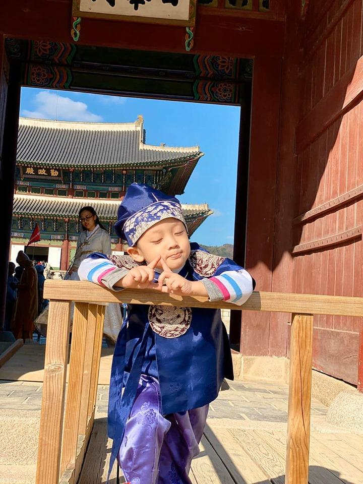 Khoe ảnh cả nhà sang Hàn Quốc thăm em gái nhưng ngoại hình của bố mẹ Ly Kute làm ai cũng bất ngờ-12