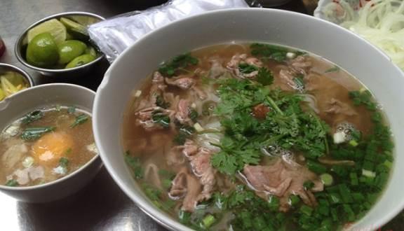 Những quán ăn đắt xắt ra miếng, nườm nượp khách ở Sài Gòn-1