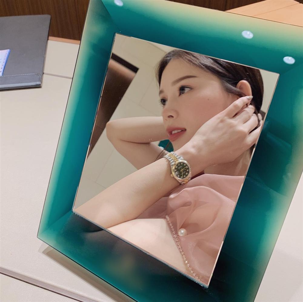 Em chồng Tăng Thanh Hà lại khiến fan phát hờn khi sắm đồng hồ đôi hàng trăm triệu cho người yêu-4