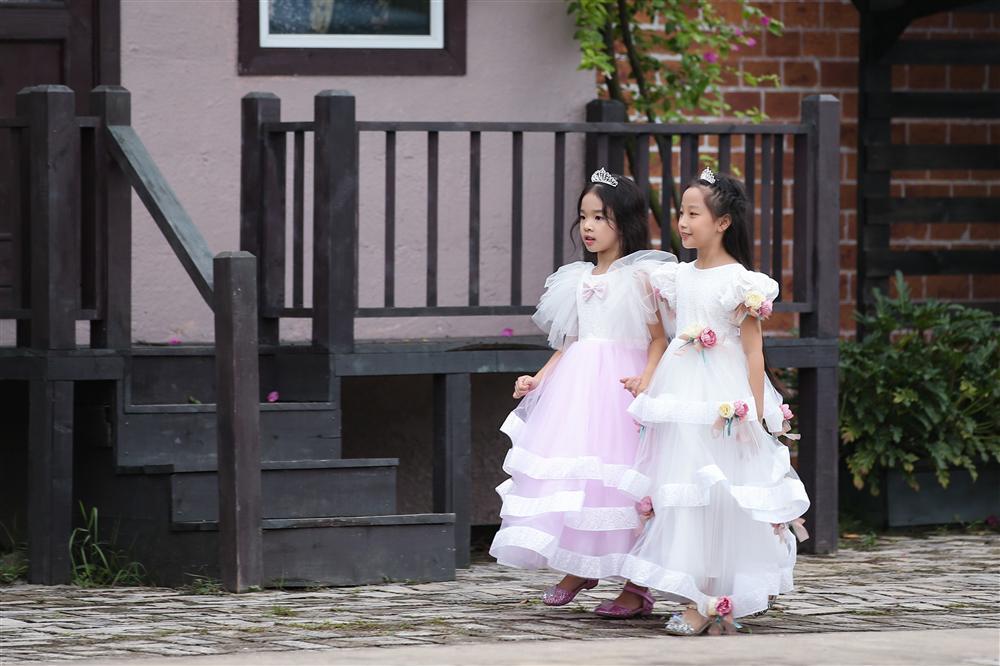 Con gái Xuân Lan làm vedette ở tuổi lên 6 mà catwalk thần thái chẳng thua mẹ-5