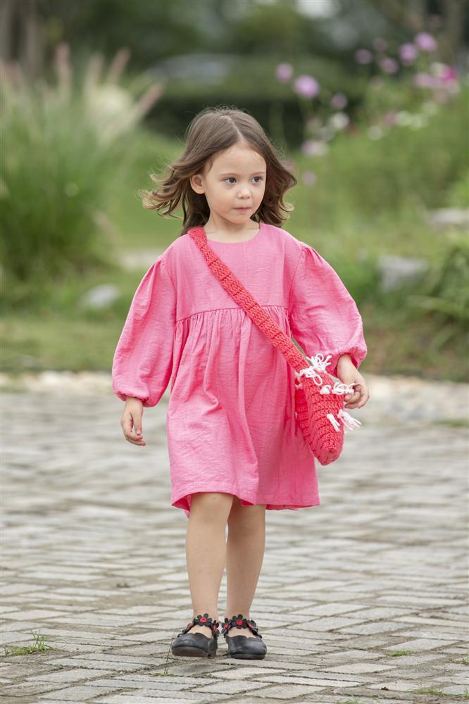 Con gái Xuân Lan làm vedette ở tuổi lên 6 mà catwalk thần thái chẳng thua mẹ-7