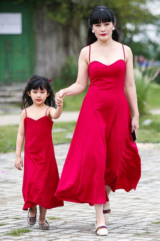 Con gái Xuân Lan làm vedette ở tuổi lên 6 mà catwalk thần thái chẳng thua mẹ-9