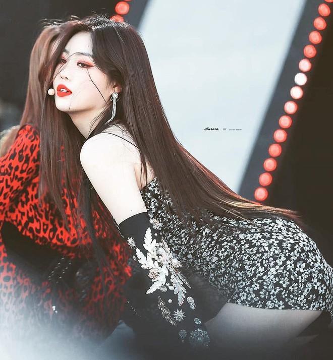 5 biểu tượng sexy Kpop thường mặc đồ hở, bó sát lên sân khấu-1