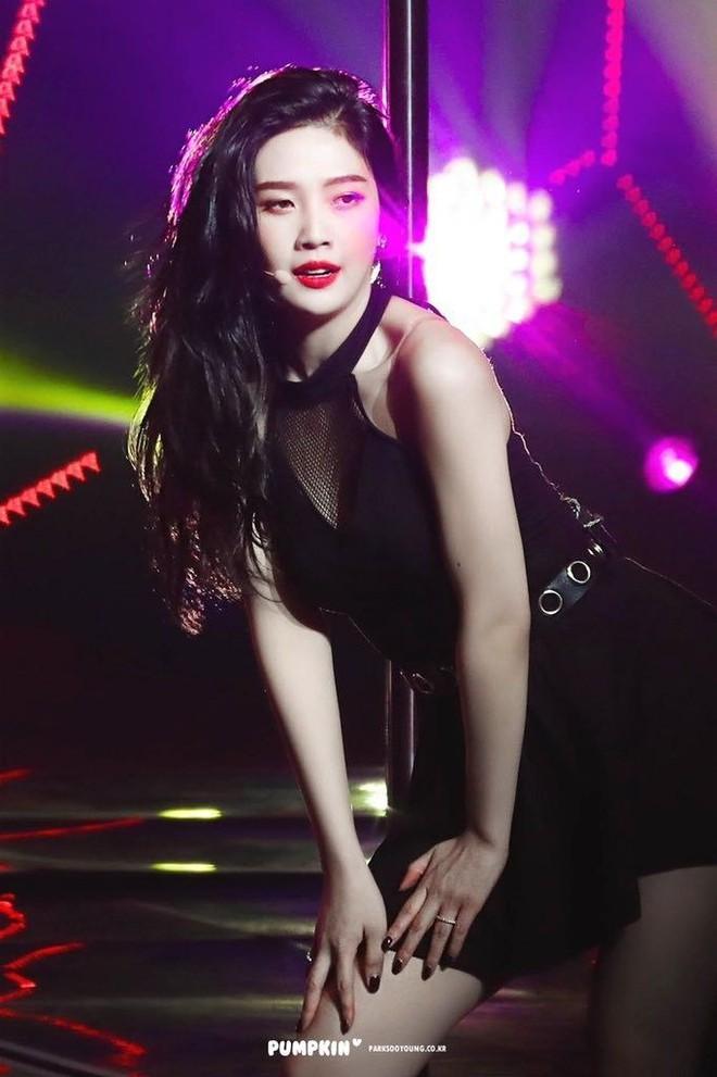 5 biểu tượng sexy Kpop thường mặc đồ hở, bó sát lên sân khấu-5