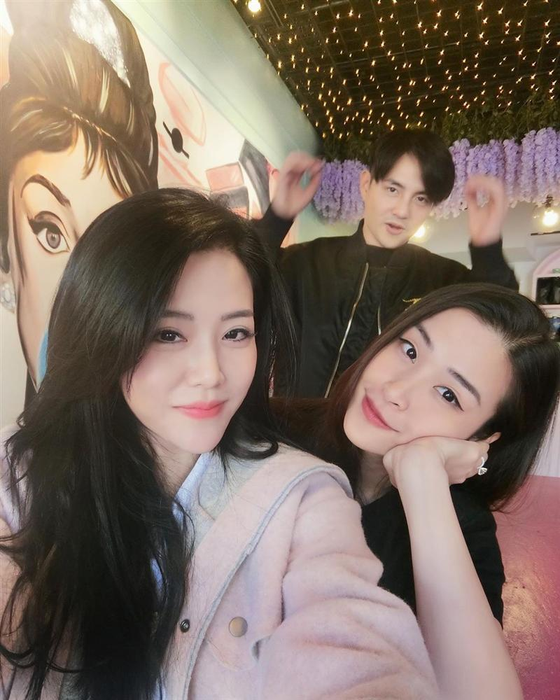 Sát ngày cưới anh trai, em gái Ông Cao Thắng khoe được tặng quà đặc biệt-4