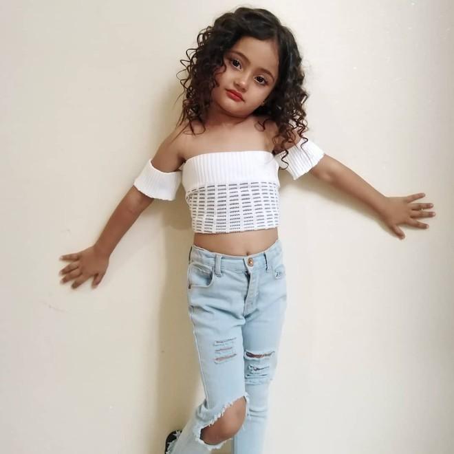 Bé gái 6 tuổi nổi tiếng nhờ mặc đồ sexy giống BlackPink-6