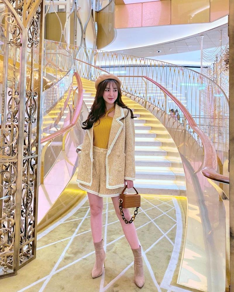 Đào Bá Lộc khoe street style như bán vé số - Linh Ka mặc áo 1 gang khoe eo thon như Ngọc Trinh-5