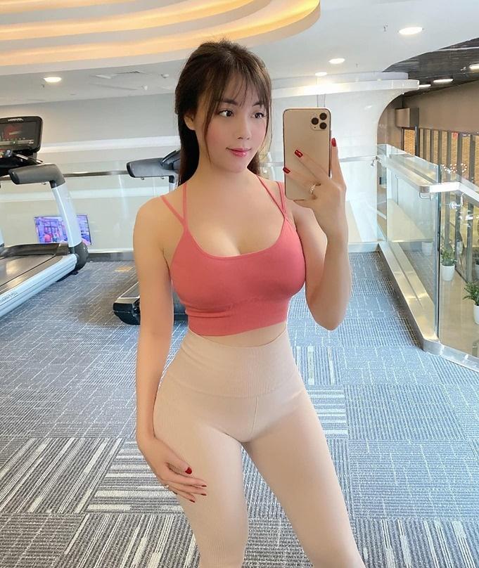 Diện chiếc quần dễ gây hiểu lầm không mặc gì, nữ giảng viên hotgirl lộ 3 vòng nảy nở sau 1 tháng lấy chồng-3
