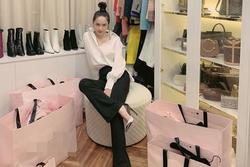 Chỉ vì buồn vu vơ, Hương Giang mua hàng hiệu chất đầy nhà khiến dân mạng hoa mắt