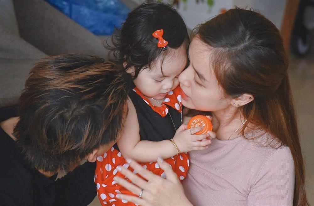 Sau công khai diện mạo con gái, vợ Hoài Lâm tiết lộ lí do không đăng ảnh cả 2 con-3
