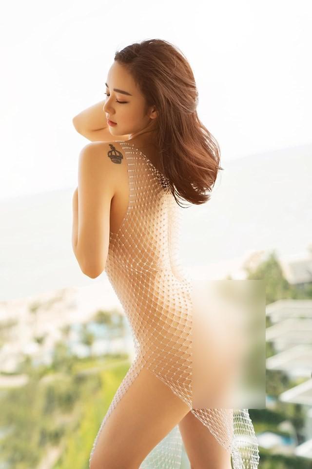 Nhiều hot girl bị tẩy chay vì lột đồ, khoe thân phản cảm-2