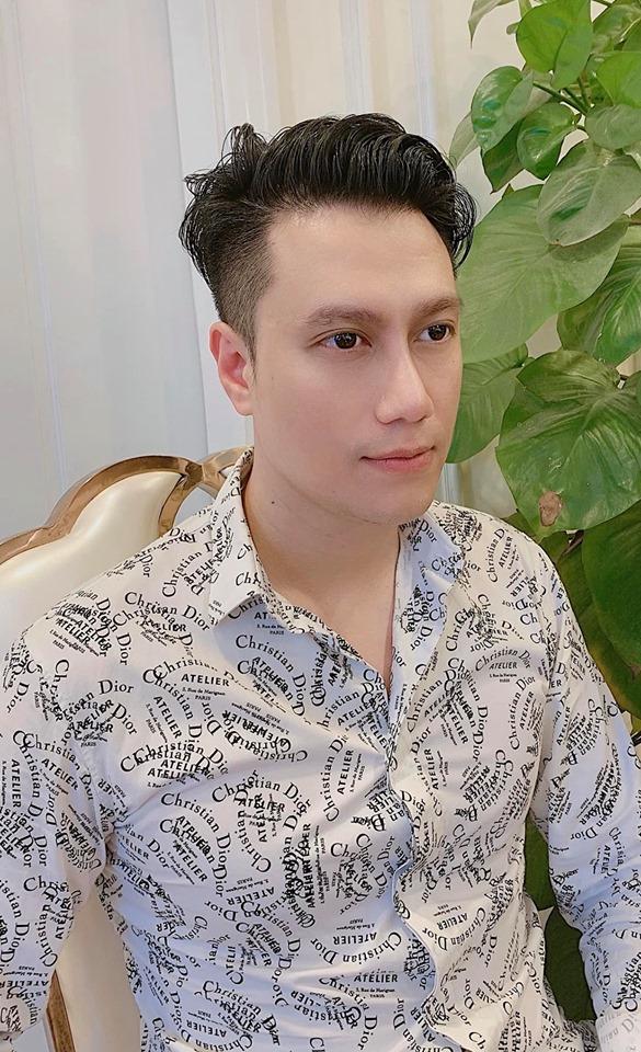 Việt Anh liên tục quay clip cận mặt để chứng minh không phẫu thuật thẩm mỹ lỗi-3