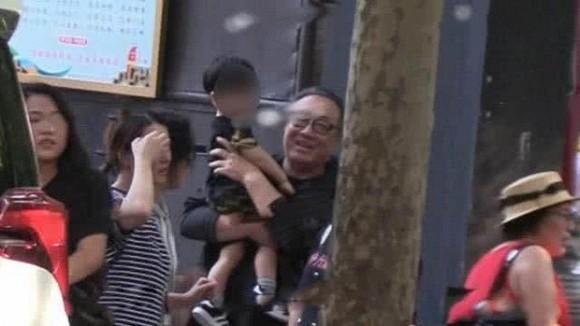 Dính tin đồn ly hôn với Huỳnh Hiểu Minh, mối quan hệ của Angelababy với bố mẹ chồng ra sao?-4