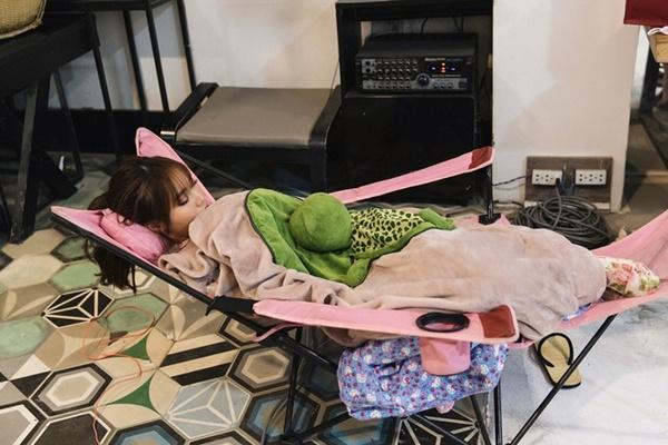 Ninh Dương Lan Ngọc ngủ trong bồn tắm sau 17 tiếng quay MV-2