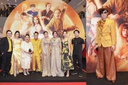 Quang Trung một mình một kiểu diện trang phục cao bồi đi ra mắt phim về pháp sư