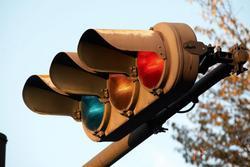 Lý do đèn giao thông ở Nhật Bản có màu xanh dương