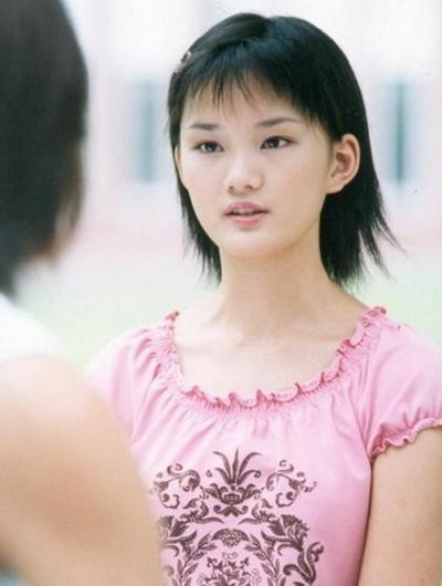 Cô gái xấu xí Cbiz từng gây tranh cãi với mái tóc nham nhở, 10 năm sau hóa thành nàng thơ tóc mây không ai nhận ra-1