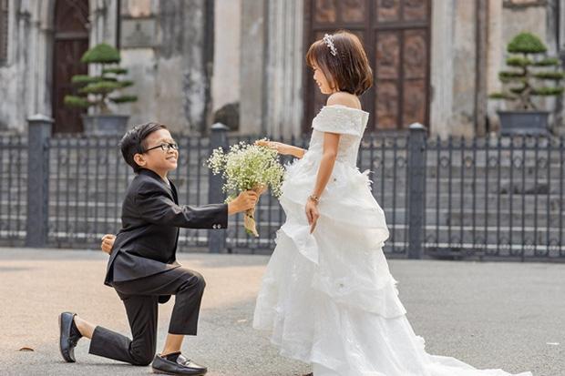 Mạng xã hội xôn xao bàn tán đám cưới của cặp đôi tí hon có thân hình như học sinh lớp 1-6