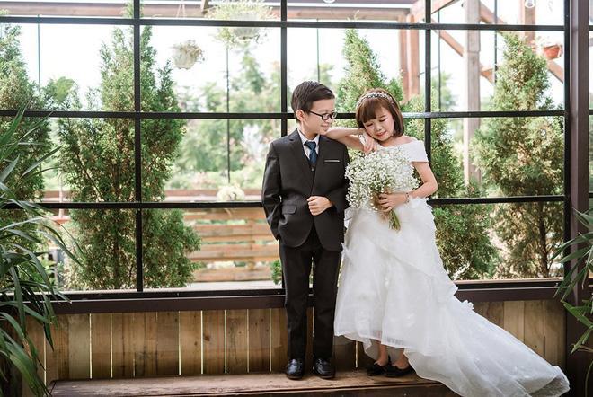 Mạng xã hội xôn xao bàn tán đám cưới của cặp đôi tí hon có thân hình như học sinh lớp 1-5