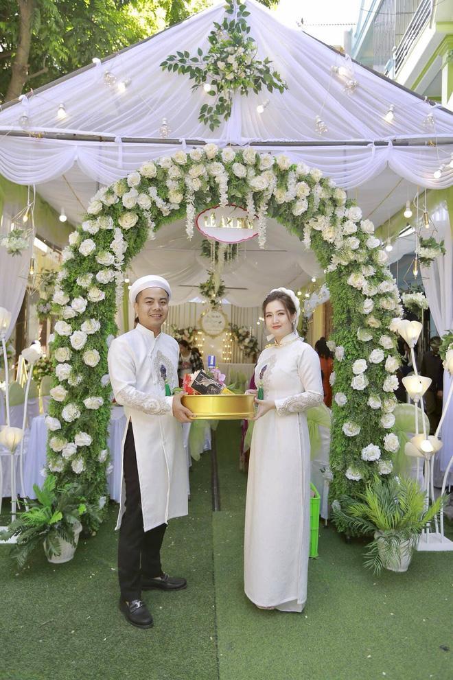 Lộ diện dung nhan cô dâu chú rể trong đám cưới sát vách xôn xao mạng xã hội những ngày qua-4