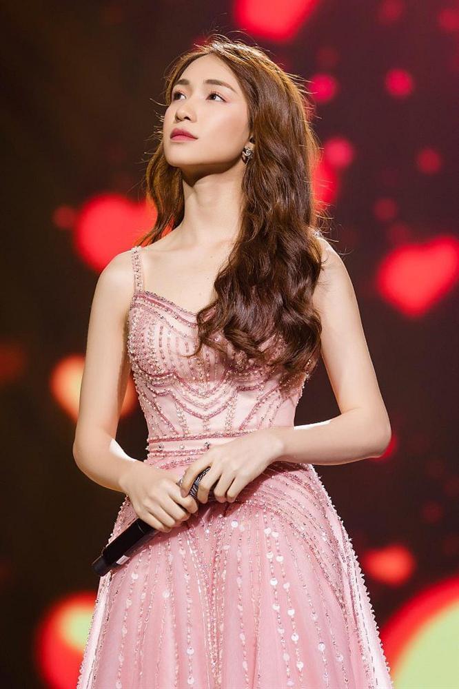 5 năm hoạt động showbiz, Hòa Minzy gây choáng ngợp với thị phi ngập đầu-6