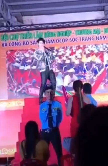 Giả làm fan hòng lừa Noo Phước Thịnh PR chùa, cô gái tiếp thị bị dân mạng mắng không kịp vuốt mặt-2