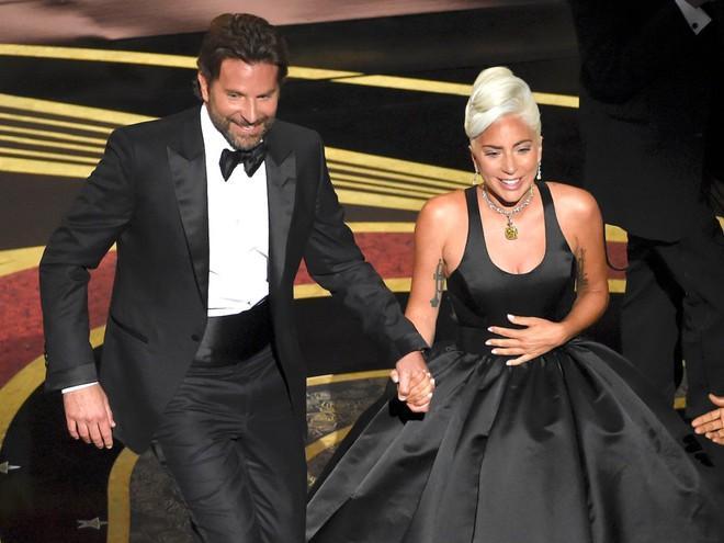 Lady Gaga thú nhận dàn dựng chuyện hẹn hò với Bradley Cooper-2