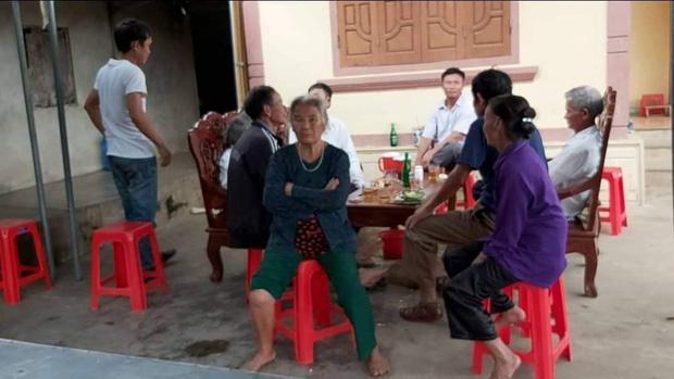Vụ bà nội sát hại cháu gái ở Nghệ An: Công an mời ông nội lên làm việc, phá tủ xem hồ sơ bảo hiểm-3