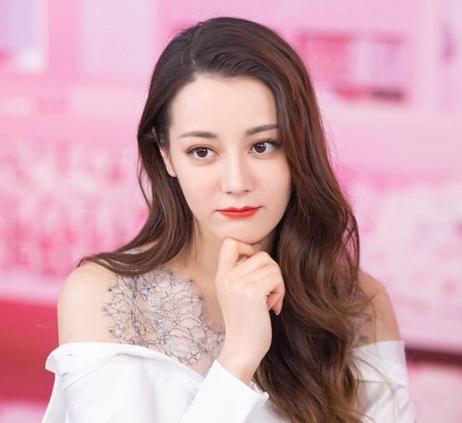 Địch Lệ Nhiệt Ba khoe nhan sắc hàng đầu showbiz-3