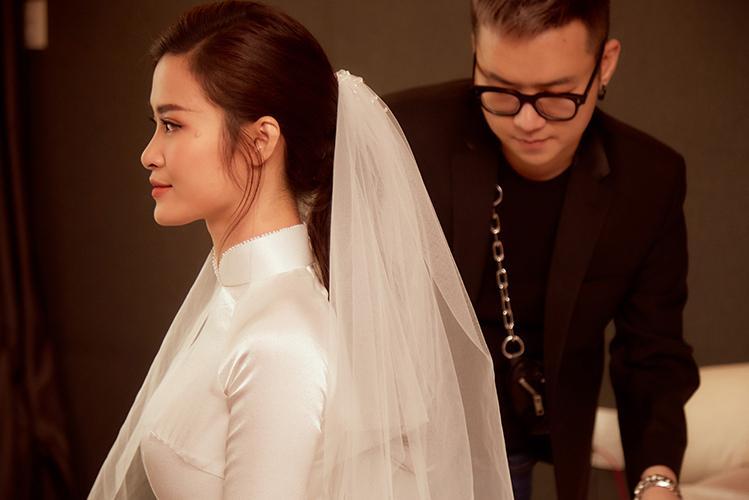 Dù đơn giản nhưng áo dài cưới của Đông Nhi mất một tháng hoàn thành-1
