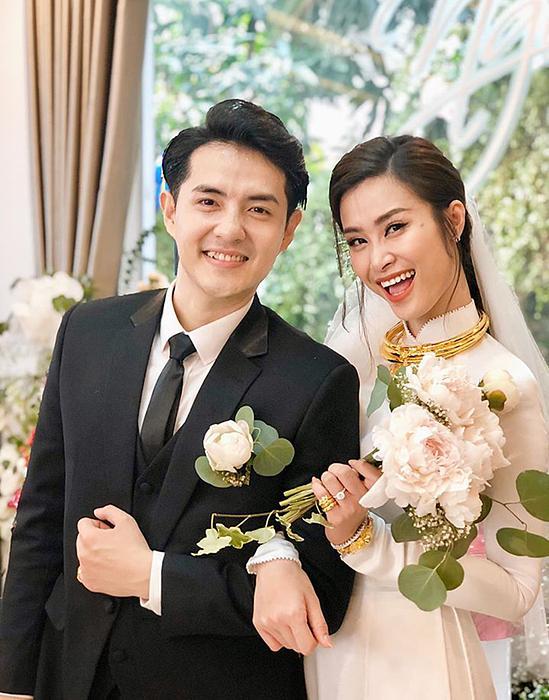 Dù đơn giản nhưng áo dài cưới của Đông Nhi mất một tháng hoàn thành-2