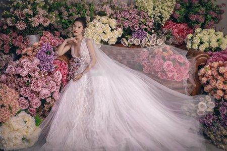 Lộ diện 2 mẫu váy cưới siêu khủng của Đông Nhi mà đến Ông Cao Thắng cũng chưa thấy tận mắt-5