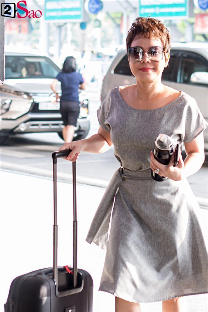 Dàn sao Việt đổ bộ sân bay đi đám cưới Đông Nhi: Diệu Nhi khoe quà, Nhã Phương lẻ bóng-4
