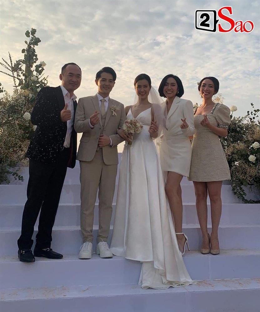 Chiều cao hạn chế, Ông Cao Thắng phải nhờ cậy sneaker độn đế cho tương xứng cô dâu trong ngày cưới-2
