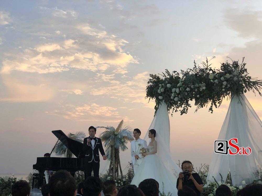 Cô dâu chú rể bước lên lễ đường, Trấn Thành làm chủ hôn-1