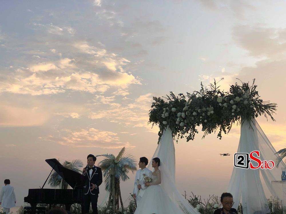 Cô dâu chú rể bước lên lễ đường, Trấn Thành làm chủ hôn-2