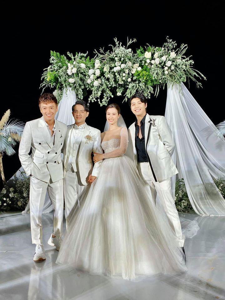 CLIP: Cô dâu Đông Nhi lau nước mắt cho Noo Phước Thịnh, dập tắt tin đồn thân ai nấy lo-5