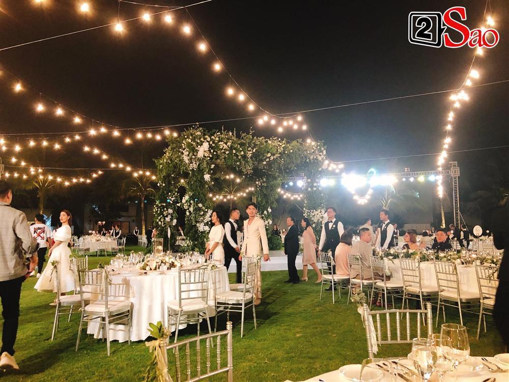 Khách mời di chuyển tới khu vực tiệc cưới-2