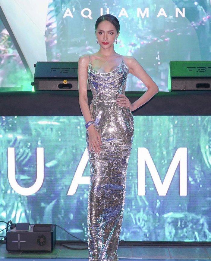 Cô gái vàng trong làng chuyên trị váy ánh kim đích thị là Hoa hậu Hương Giang-1
