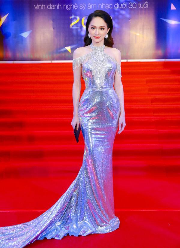 Cô gái vàng trong làng chuyên trị váy ánh kim đích thị là Hoa hậu Hương Giang-2