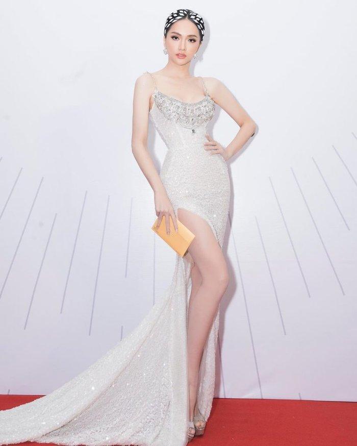 Cô gái vàng trong làng chuyên trị váy ánh kim đích thị là Hoa hậu Hương Giang-5