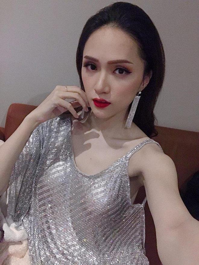 Cô gái vàng trong làng chuyên trị váy ánh kim đích thị là Hoa hậu Hương Giang-7