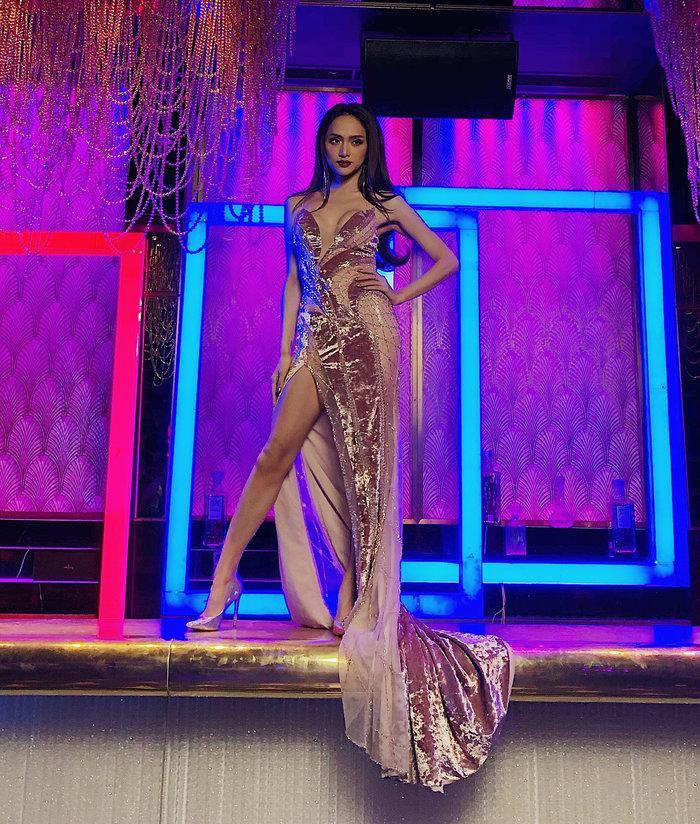 Cô gái vàng trong làng chuyên trị váy ánh kim đích thị là Hoa hậu Hương Giang-8