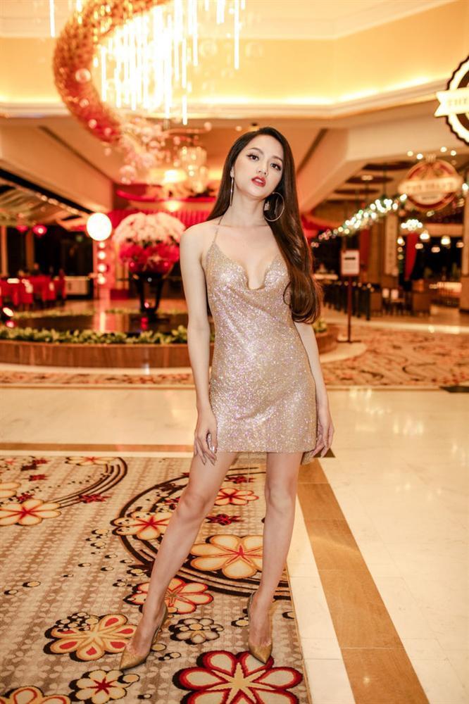 Cô gái vàng trong làng chuyên trị váy ánh kim đích thị là Hoa hậu Hương Giang-11
