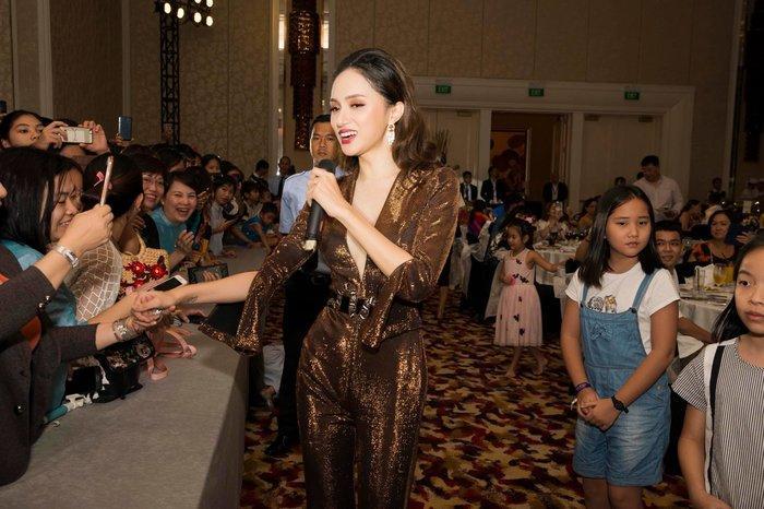 Cô gái vàng trong làng chuyên trị váy ánh kim đích thị là Hoa hậu Hương Giang-18
