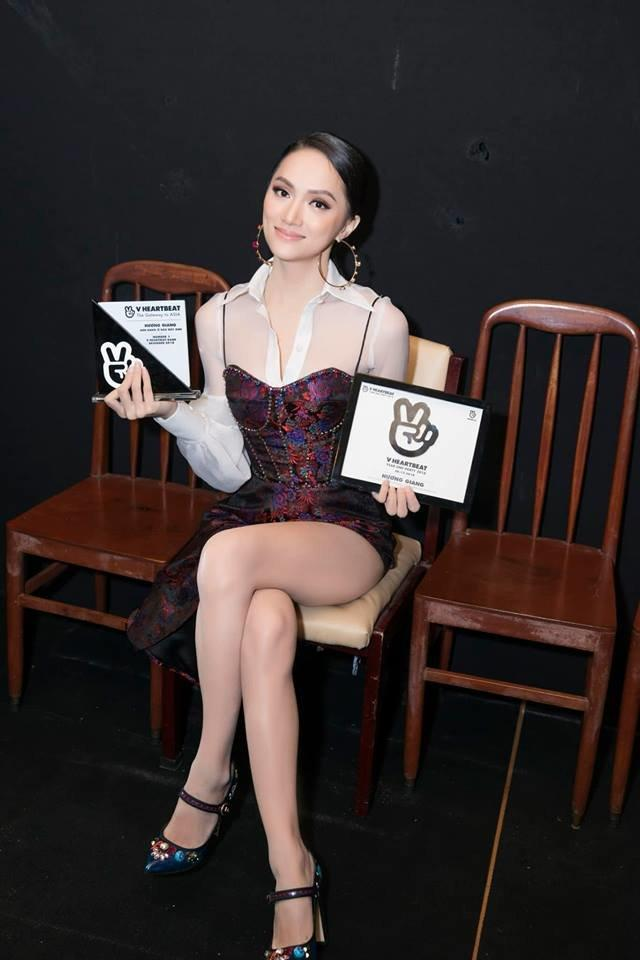 Cô gái vàng trong làng chuyên trị váy ánh kim đích thị là Hoa hậu Hương Giang-19