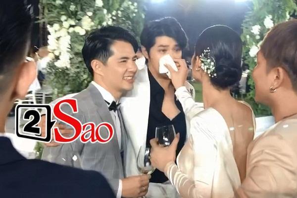 CLIP: Cô dâu Đông Nhi lau nước mắt cho Noo Phước Thịnh, dập tắt tin đồn thân ai nấy lo-4