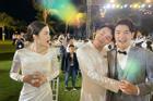 ĐÚNG NHƯ DỰ ĐOÁN: Trúc Nhân ôm chầm chú rể Ông Cao Thắng khiến cô dâu Đông Nhi 'sáng mắt'