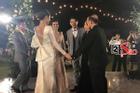 TRỰC TIẾP: Đông Nhi nắm tay bố chồng, cùng cha mẹ hai bên 'dẩy đầm' trong tiệc cưới