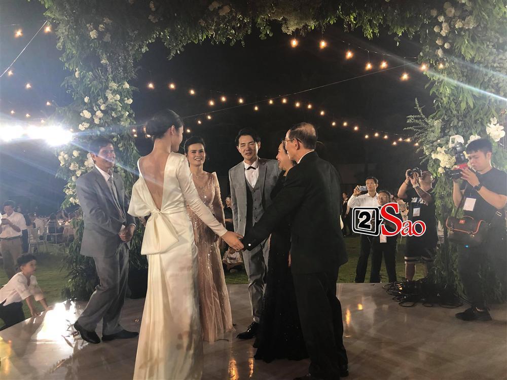 Chiêm ngưỡng toàn bộ 10 váy cưới đẹp xuất sắc biến Đông Nhi thành công chúa cổ tích trong siêu đám cưới-13